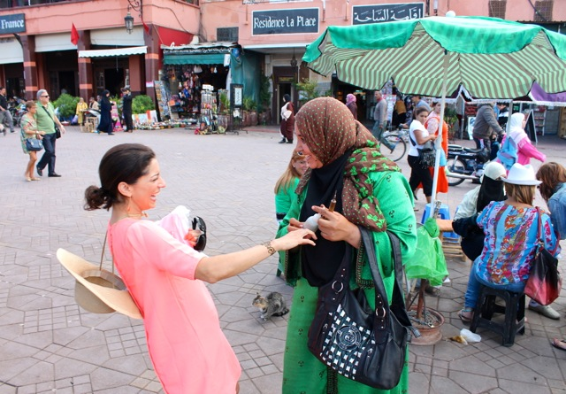 Henna artist in Marrakech | Bella Figura designer travels with Sarah Hanna